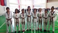 MEHMET AKİF ERSOY - Ayvalıklı Tekvandocular Genç Ve Yıldızlar Kategorilerinde 11 Madalya İle Döndü
