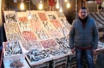 BALIK FİYATLARI - Balıklar Tezgahları Doldurdu, Fiyatlar Yarı Yarıya Düştü