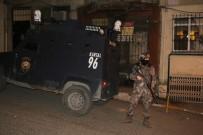UYUŞTURUCU MADDE - Beyoğlu'nda Zehir Tacirlerine Operasyon Açıklaması 2 Gözaltı