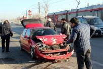 DİREKSİYON - Kayseri'de Trafik Kazası Açıklaması 1 Yaralı