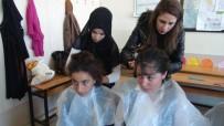 EĞİTİM MERKEZİ - Kuaför Kursiyerlerinden Kırsaldaki Kız Öğrencilere Saç Bakımı