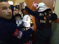 KURTARMA EKİBİ - Sınıf Kapısının Kolu Öğrencinin Koluna Saplandı