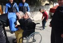 ÖZGÜRLÜK - Toplum Destekli Polislerden Yaşlı Adama Yardım Eli