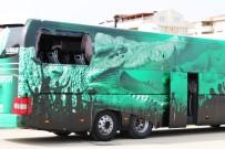 SPOR TOTO - Bursaspor Taraftarları Takım Otobüsünün Camlarını Kırdı