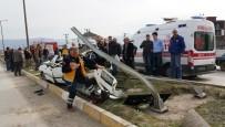 KERVAN - Düzce'de Otomobil Takla Attı Gençler Ölümden Döndü