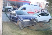 İki Otomobil Çarpışıp Refüje Çıktı Açıklaması 5 Yaralı