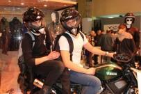 BAĞIMLILIK - Motobike Fuarı'nda Kenan Sofuoğlu Damgasını Vurdu