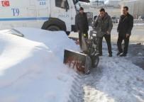 KAR KÜREME ARACI - Belediyeden Kaldırımlar İçin Mini Kar Küreme Araçları