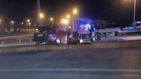 ESKIHISAR - Denizli'de Otomobil Önce Araca, Sonra Direğe Çarptı Açıklaması 1 Ölü, 5 Yaralı