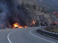 Devrilen Mazot Yüklü Tanker Yandı