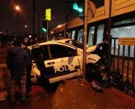 POLİS ARACI - Zeytinburnu'nda Tramvay İle Polis Aracı Çarpıştı