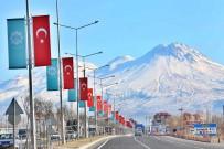 GENÇ OSMAN - Aksaray Belediyesi, Şehrin Girişlerini Ay Yıldızlı Türk Bayraklarıyla Donattı