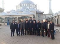 YUSUF ALEMDAR - Başkan Alemdar Cami Cemaatine Misafir Oldu