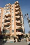 VEYSEL KARANI - Binanın Çatısından Düşen Genç Kız Ağır Yaralandı