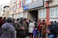 YAŞ SINIRI - Edirne'de İŞKUR Önünde Uzun Kuyruk Oluştu