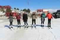 HUKUK FAKÜLTESİ ÖĞRENCİSİ - Erzincan'da KYK'lı Kızlar Kayak Öğreniyor