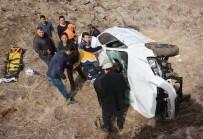 Otomobil 300 Metrelik Uçuruma Yuvarlandı Açıklaması 1 Ağır Yaralı