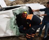 Otomobil 300 Metrelik Uçuruma Yuvarlandı