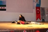 TİYATRO OYUNU - Suriyeli Çocuklar Bu Kez Tiyatro Oyunu İle Duygulandırdı