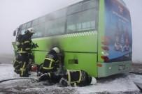 OTOBÜS ŞOFÖRÜ - Tamire Giden Halk Otobüsünde Çıkan Yangın Korkuttu