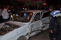 İLKAY - Adana'da Trafik Kazası Açıklaması 5 Yaralı