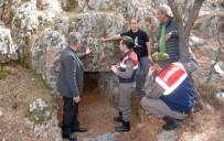 FATIH ÜRKMEZER - Doğa Yürüyüşünde Kaya Mezarı Buldular
