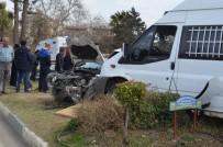 ÖĞRENCİ SERVİSİ - Hatay'da Öğrenci Servisi Kaza Yaptı Açıklaması 2 Yaralı