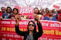FAZLA MESAİ - Hindistan'da Banka Çalışanları Genel Grevde