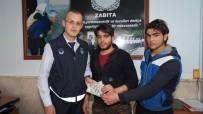 NEVŞEHİR BELEDİYESİ - Iraklı Mülteci Kaybettiği 500 Dolara Zabıta Ekipleri Sayesinde Kavuştu