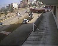 MUSA ANTER - Trenin Otomobile Çarpma Anı Güvenlik Kamerasına Yansıdı