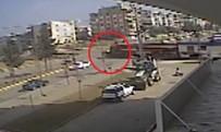 YOLCU TRENİ - Trenin Otomobile Çarpma Anı Kamerada