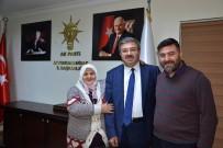 70 Yaşındaki Zehra Nineden AK Parti İl Başkanlığı'na 'Evet' Ziyareti