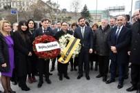 MURAT HAZINEDAR - Alman Heyet, Şehitler Tepesi Ve Reina'nın Önüne Çiçek Bıraktı