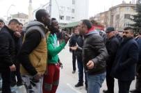 Nijeryalı öğrenciler ile vatandaşlar arasında tekme tokat kavga!