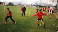 HÜSEYIN TÜRK - Döşemealtı Kadın Futbol Takımı Samsun İlk Adım Belediyesini Ağırlıyor
