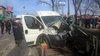 HAYDARPAŞA - Kadıköy'de PTT Aracı Kaza Yaptı Açıklaması 1 Yaralı
