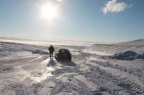 Kars'ta Tipiden Kapanan Yolda Araçlar Yolda Kaldı