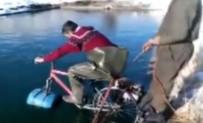 Suda Yüzen Bisiklete Binip Böyle Battılar