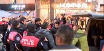 BIBER GAZı - 'Hayır' Bildirisi Dağıtan Grupla Polis Arasında Gerginlik