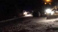 DONMA TEHLİKESİ - Kar Paletli Ambulanstaki Personelin Zor Anları Kamerada