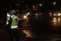 OTOBÜS ŞOFÖRÜ - Şehirler Arası Otobüslerde 'Sivil Trafik Uygulaması' Hayata Geçirildi