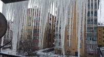 BUZ SARKITLARI - Tatvan'da Saçaklarda 3 Metrelik Buz Sarkıtları Oluştu