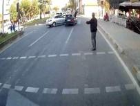 YAŞLI ADAM - Aydın'da Aşırı Süratli Otomobil Yaşlı Adama Çarptı