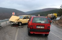 İki Otomobil Çarpıştı Açıklaması 6 Yaralı