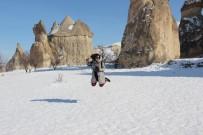 Karlar Altındaki Kapadokya Turistleri Büyüledi