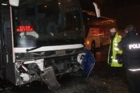 GİZLİ BUZLANMA - Kontrolden Çıkan Yolcu Otobüsü Otomobile Çarptı Açıklaması 2 Yaralı