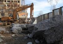 ARNAVUT - Kosova'da Gerilim Duvarı Yıkıldı