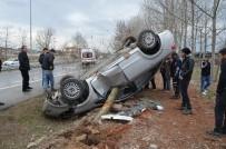 Otomobile Ağaç Saplandı, Sürücüsü Yara Almadan Kurtuldu