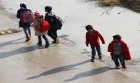 YALIN - Akranları Okul Yolunda Onlar Yalın Ayak Yolda