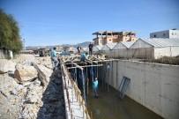 DRENAJ ÇALIŞMASI - Alanya Belediyesi Seraphan Deresi'ni Islah Ediyor